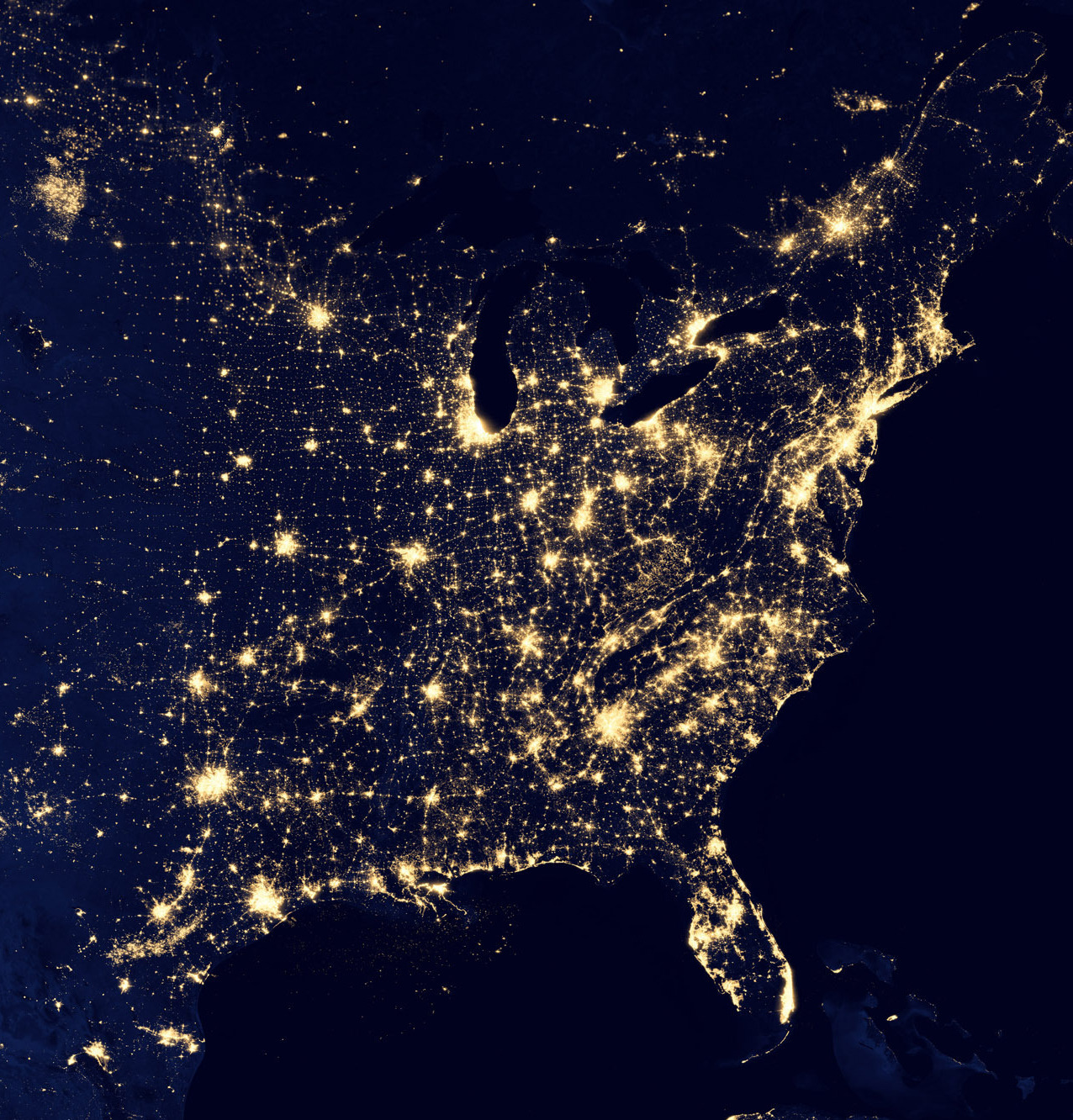 A stellite image of the eastern half of North America at night.